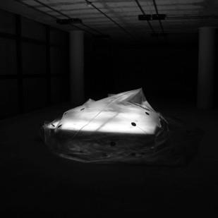 Espacio - vacío. Instalación cinética (Inflando). 2,2x2,2m. 2012