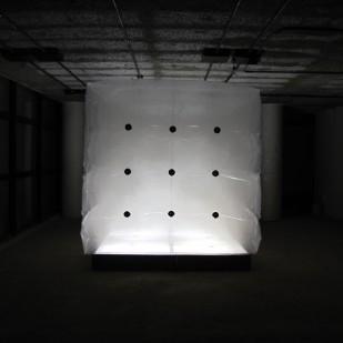 Espacio - vacío. Instalación cinética (Lleno). 2,2x2,2m. 2012